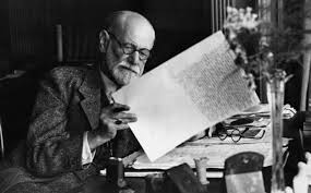 Sigmund Freud leyendo el perióddico